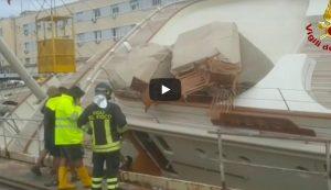 Genova, yacht si ribalta nel porto: evacuate persone a bordo, ci sono feriti