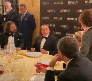 Berlusconi e la barzelletta... sul membro dell'asino VIDEO