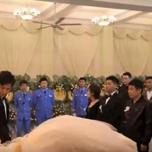 Xu Shinan sposa la sua fidanzata morta