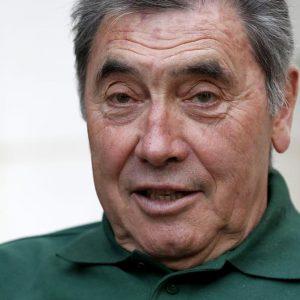 Eddy Merckx in ospedale dopo caduta in bici: ricoverato per grave trauma cranico
