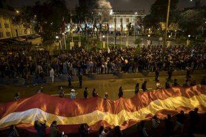 Perù, scontro tra presidente e Parlamento. Vizcarra scioglie le Camere e convoca nuove elezioni