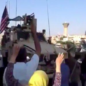 Siria, la rivolta dei curdi contro i soldati americani