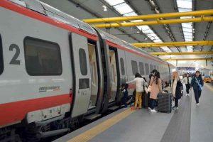 Alta Velocità a Napoli oggi da Roma non si va: annullata festa treno Napoli-Portici, 180 anni fa andava