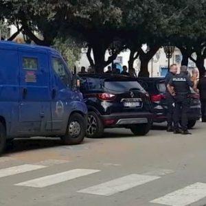 Orta Nova, banditi assaltano banca Unicredit: ferita una vigilante