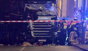 Germania, Tir rubato piomba su fila di auto al semaforo davanti al tribunale: 9 feriti