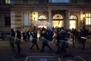 Il caos davanti al dipartimento di Sociologia di Trento, Ansa