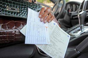 Bollo auto non pagato dal 2000 al 2010: condono fiscale fino a mille euro. Regioni boicottano