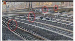 Bologna, 4 ragazzini sui binari dell'Alta Velocità. Macchinista ferma treno e ne blocca uno