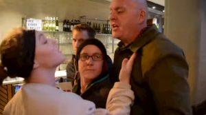 YOUTUBE Vegani irrompono in un ristorante, cliente dà schiaffo a manifestante