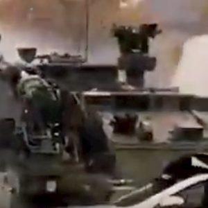 Esercito britannico fa esplodere carri armati russi nell'esercitazione del British Army VIDEO