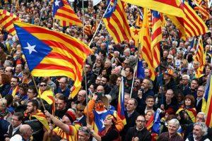 Una manifestazione degli indipendentisti catalani, Ansa