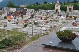 Un cimitero, Ansa