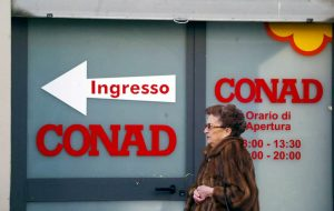 Conad annuncia 3105 esuberi dei dipendenti ex Auchan