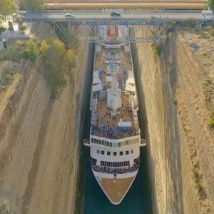 Canale di Corinto, il passaggio della crociera