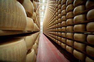 Dazi Usa, il made in Italy che rischia di più: dal parmigiano al vino