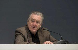 """Robert De Niro accusato di """"discriminazioni di genere e molestie"""": ex assistente chiede 12 milioni di risarcimento"""