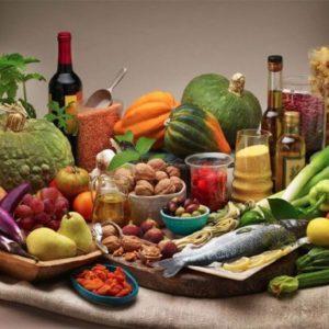 Dieta mediterranea allunga la vita, ma 58,5% degli italiani è obeso