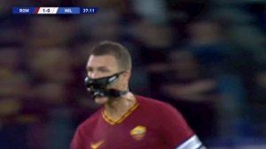 Dzeko Roma Milan gol maschera sembra Bane nemico di Batman