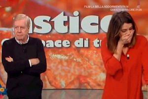 La Prova del Cuoco, Claudio Lippi elogia Elisa Isoardi. Lei si emoziona