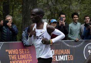 Eliud Kipchoge, primo uomo della storia a correre la maratona sotto le 2 ore