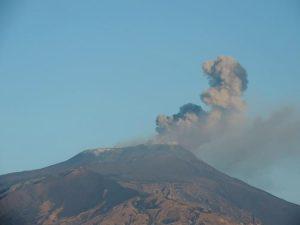 Etna, nuova fase eruttiva. E la terra torna a tremare ai piedi del vulcano