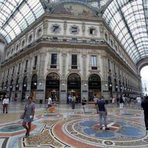 Milano: Armani, Damiani, Prada e Tod's si sfidano all'asta per uno spazio in Galleria