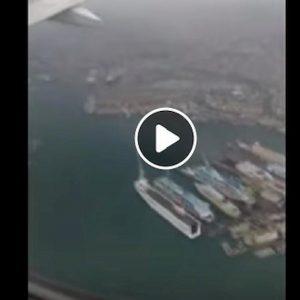 Genova, paura a bordo: l'aereo non riesce ad atterrare