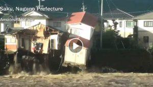 Giappone, tifone Hagibis fa una strage di almeno 30 morti. VIDEO della casa che collassa nel fiume