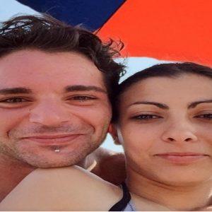 Roberto Lo Coco con la moglie, Giulia Lazzari, in una foto tratta dal profilo Facebook dell'uomo