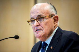 """Usa, arrestati due clienti di Rudolph Giuliani. """"Lo aiutarono per convincere l'Ucraina ad indagare su Joe Biden"""""""