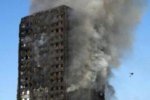 """Grenfell Tower, non solo incuria: un rapporto getta ombre sulle """"mancanze"""" dei pompieri"""