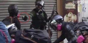 Hong Kong, accusato di rivolta e assalto il manifestante 18enne ferito dalla polizia