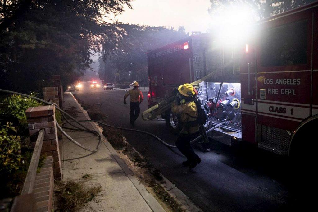Pompieri al lavoro a los angeles