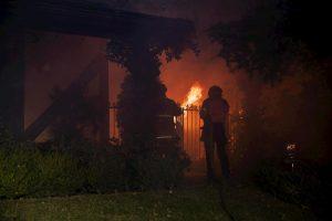 California, maxi-incendio a nord di Los Angeles