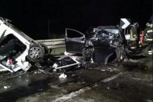 Belpasso (Catania): auto contro il guard rail, morti 4 giovani