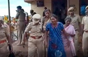 India, estratto senza vita il bimbo di 2 anni finito in fondo ad un pozzo