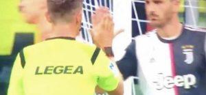 Inter Juventus Rocchi Bonucci cinque gesto che fa discutere sui social network