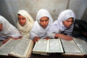 A lezione di Corano, foto Ansa
