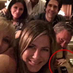 Jennifer Aniston, nella foto virale su Instagram spunta il giallo cocaina... Ma lei smentisce