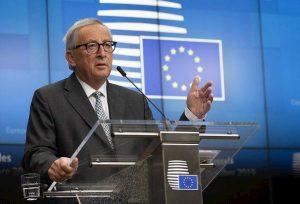 Ue, standing ovation per ultimo discorso Juncker. Zanni (Lega) resta seduto, lui lo invita ad alzarsi