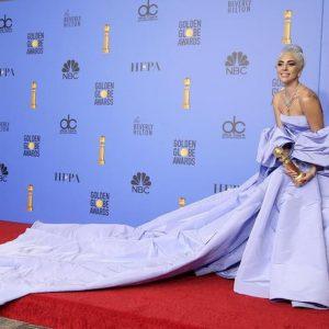 Lady Gaga, il mistero dell'abito di Valentino dei Golden Globe dimenticato in albergo e messo all'asta