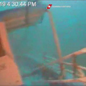 Lampedusa, il relitto del barchino affondato