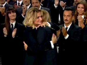 Le Iene, Simona Ventura abbraccia Alessia Marcuzzi in lacrime