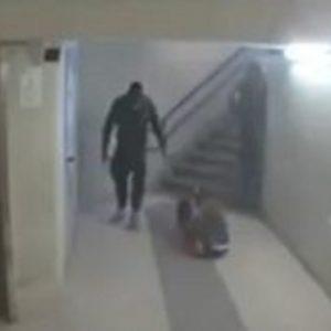Calci e pugni a due donne in stazione: migrante assolto per incapacità di intendere e di volere