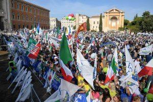 La manifestazione del centro destra in piazza san Giovanni a Roma