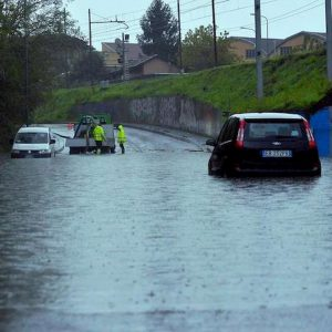 Maltempo Piemonte: un tassista morto e due anziani dispersi, centinaia di sfollati