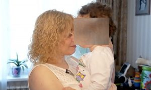 Mamma figlia disabile Russia banca seme
