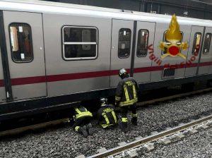 Roma, uomo si uccide lanciandosi sotto la metro a Garbatella