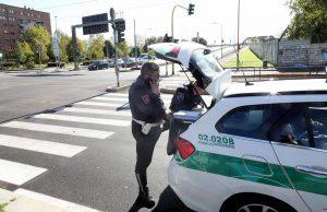 Milano, scontro tra bus e auto: sei feriti, una donna grave