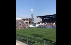 Sassuolo-Inter, paracadutista atterra sul campo mentre Lukaku sta calciando il rigore